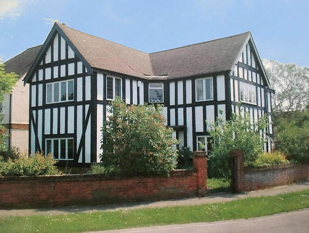 4 Bedrooms Detached House for sale in Victoria Road, Colchester, Essex, CO3