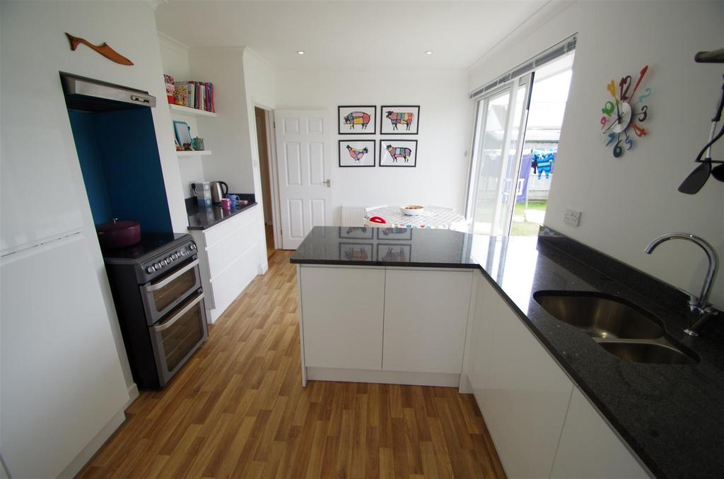 2 Bedrooms Detached Bungalow for sale in Ralph Road