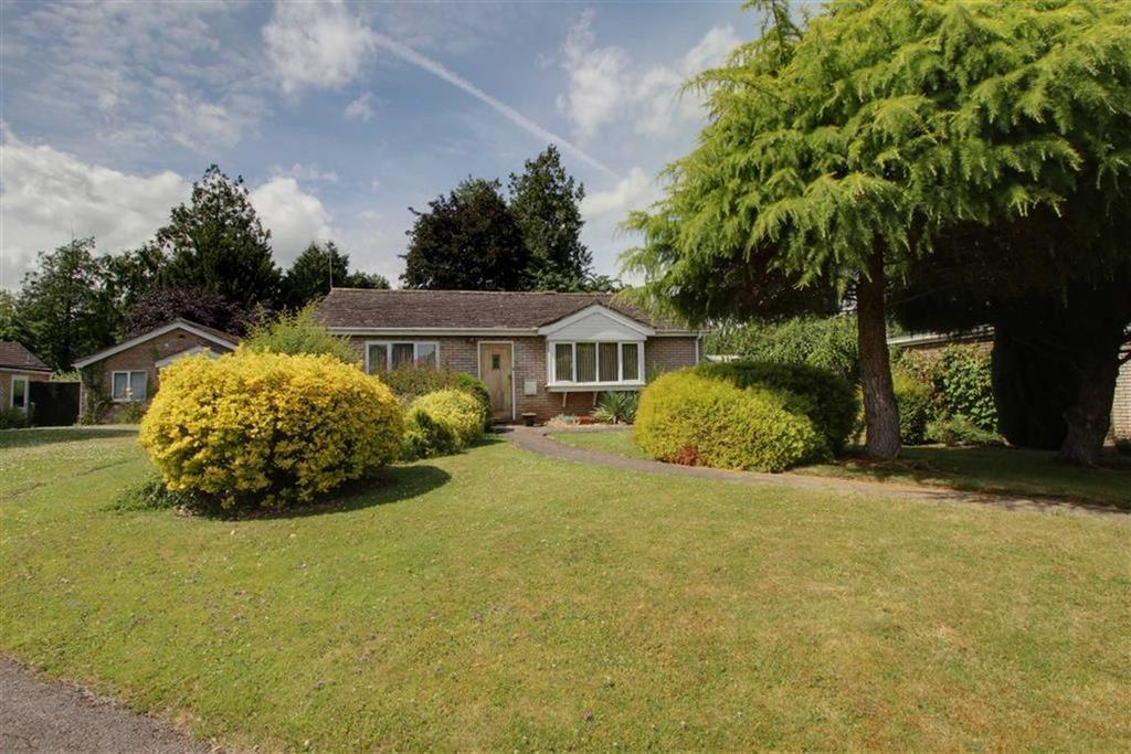 2 Bedrooms Detached Bungalow for sale in Lakeside, Newent, Gloucestershire