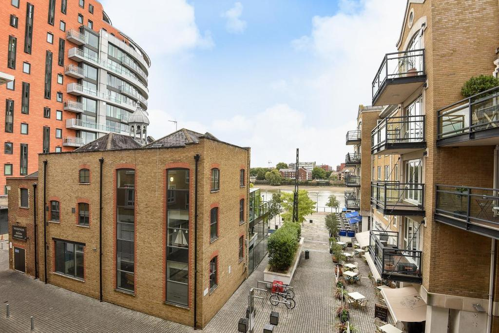 2 Bedrooms Flat for sale in Brewhouse Lane, Putney