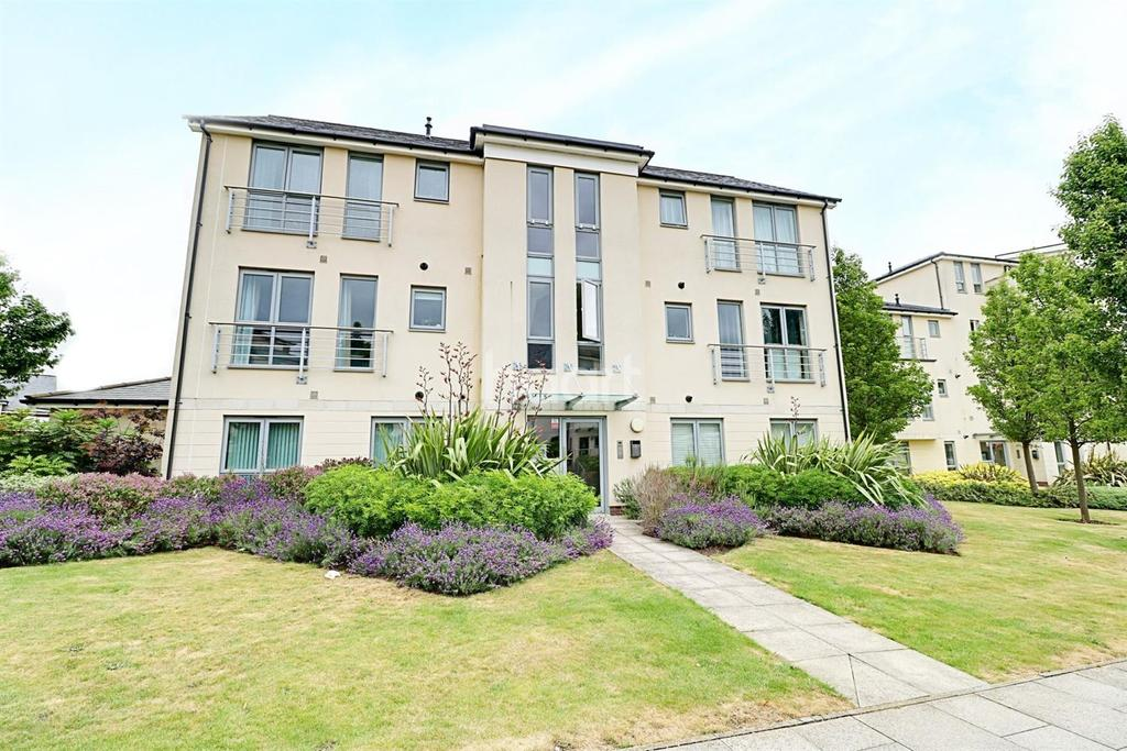 2 Bedrooms Flat for sale in Springhead Parkway, Northfleet, DA11