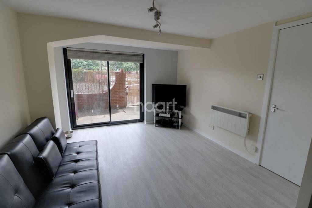 2 Bedrooms Flat for sale in Hardingstone Court, Waltham cross