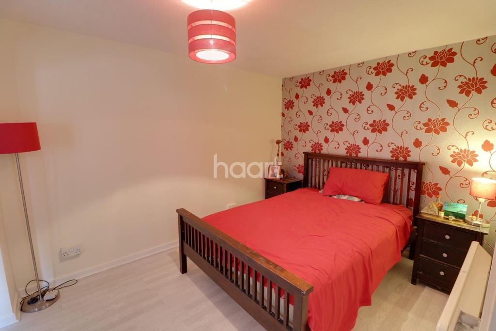 2 Bedrooms Flat for sale in Hardingstone Court, Waltham cross, EN8