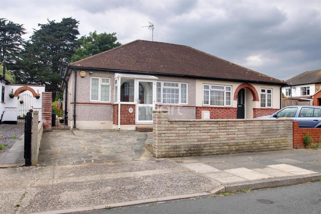 2 Bedrooms Bungalow for sale in Chelmsford Drive, Upminster
