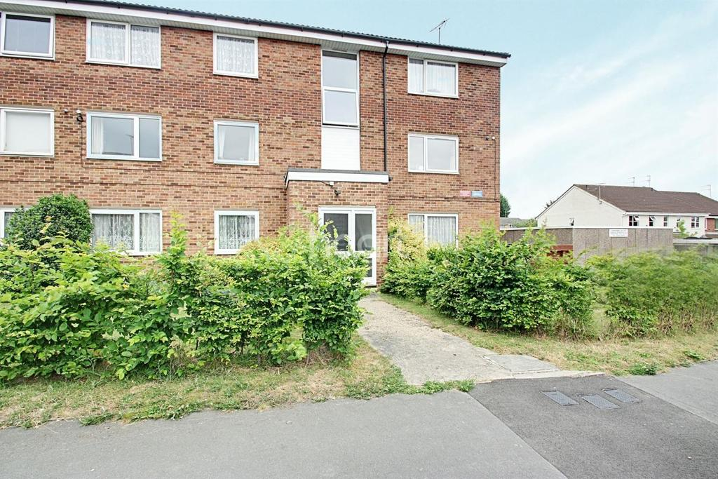 2 Bedrooms Flat for sale in Elderberry Gardens, Witham Essex