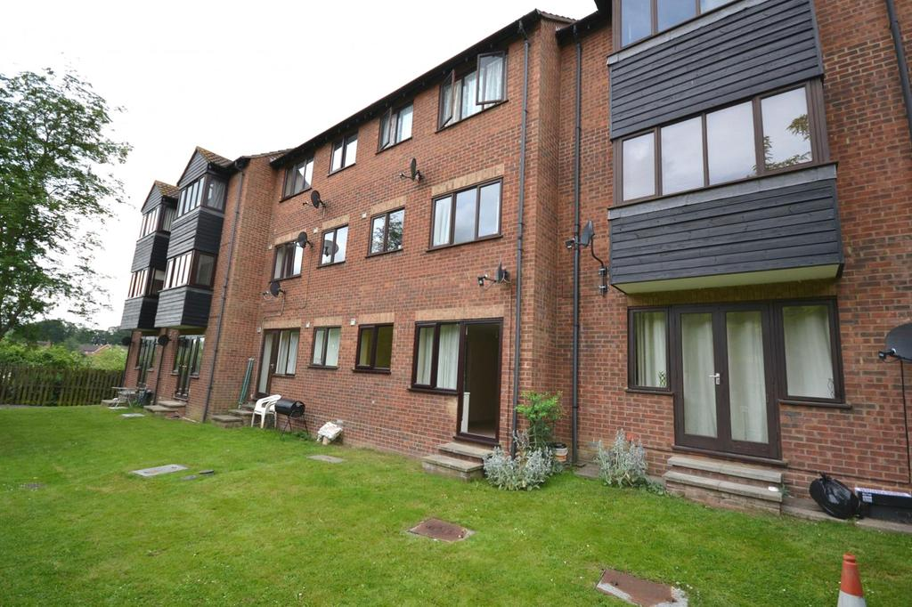 1 Bedroom Apartment Flat for sale in Granary Court, Haslers Lane, Dunmow, Essex, CM6