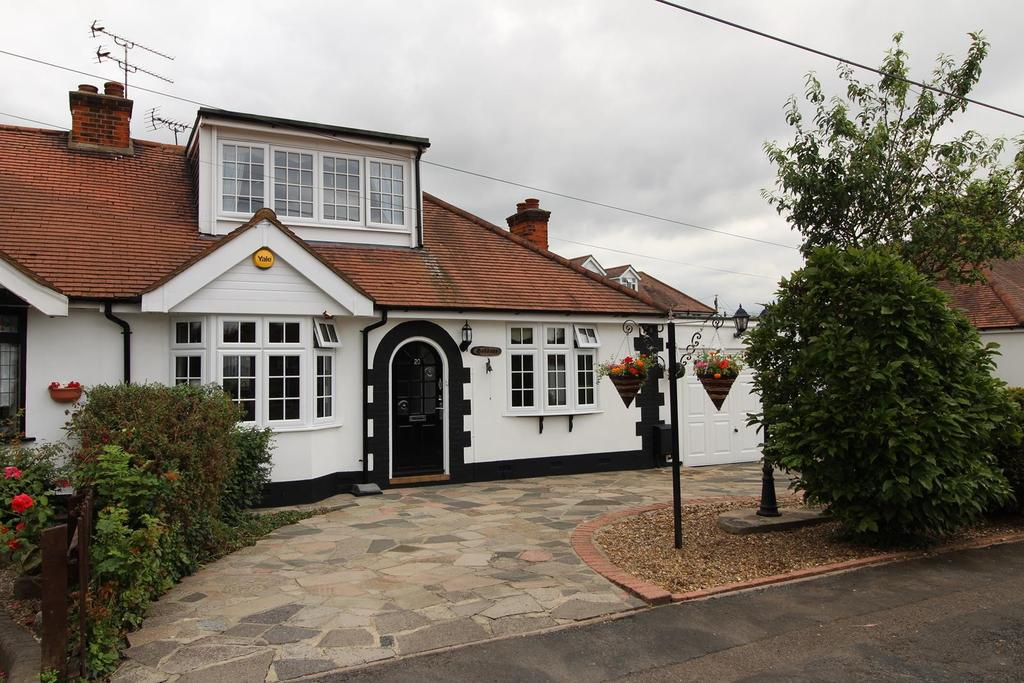 3 Bedrooms Chalet House for sale in Cheelson Road, South Ockendon, RM15