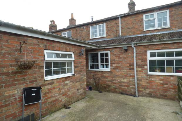 2 Bedrooms Terraced House for sale in Grimsby Road, Louth, LN11