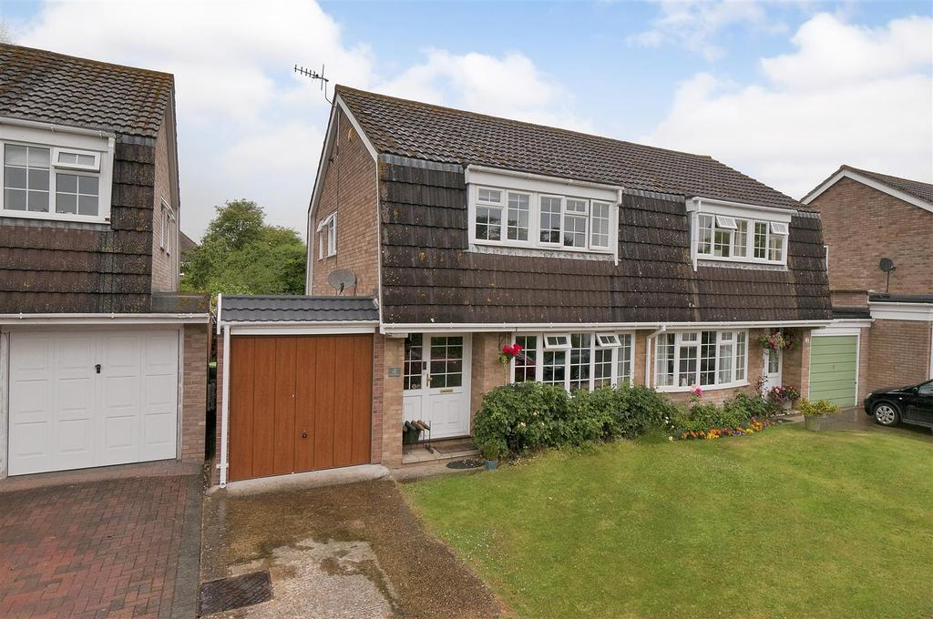 3 Bedrooms Semi Detached House for sale in Smithers Close, Hadlow