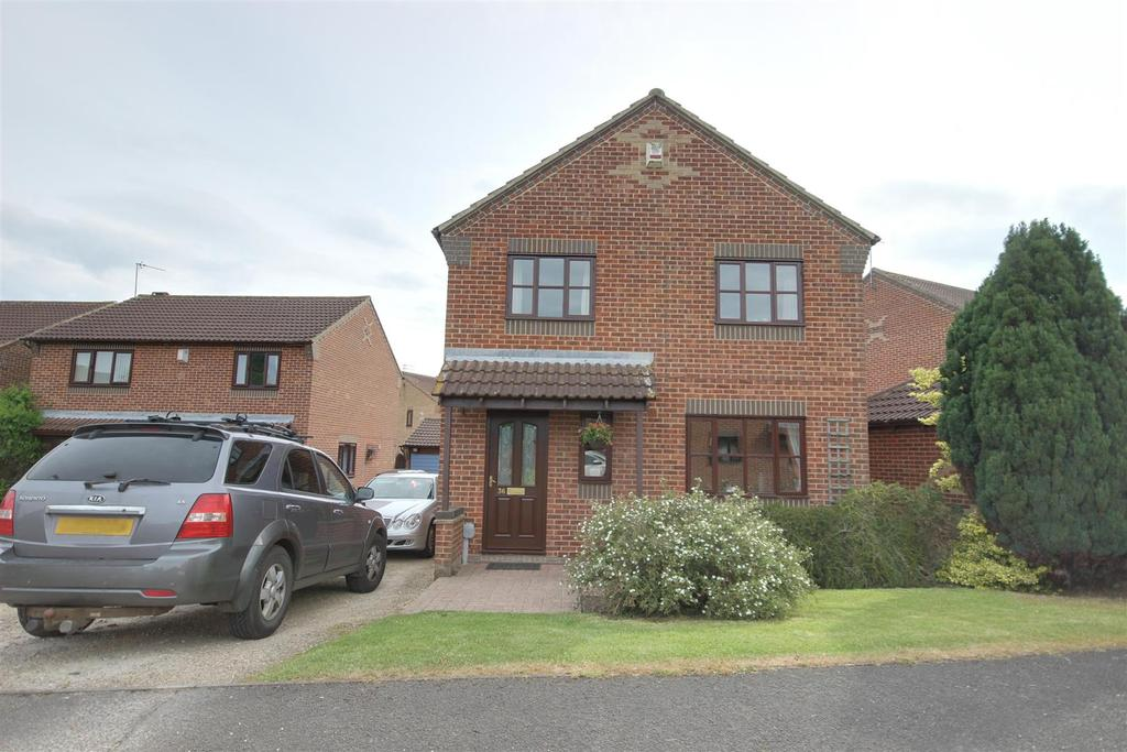 3 Bedrooms Detached House for sale in Nursery Court, Brough
