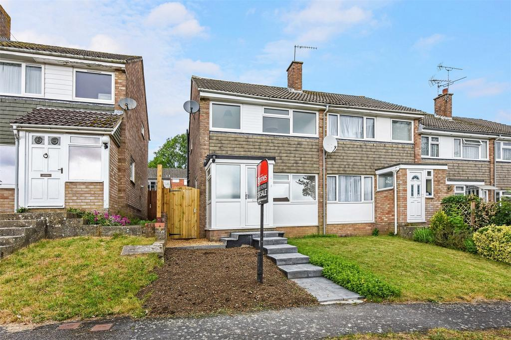 3 Bedrooms End Of Terrace House for sale in Croft Gardens, Alton