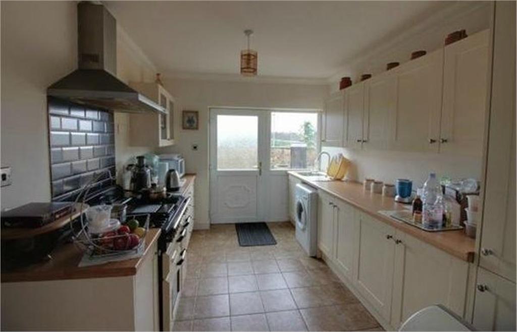 Beech close hemingfield barnsley south yorkshire 3 bed for Laminate flooring barnsley