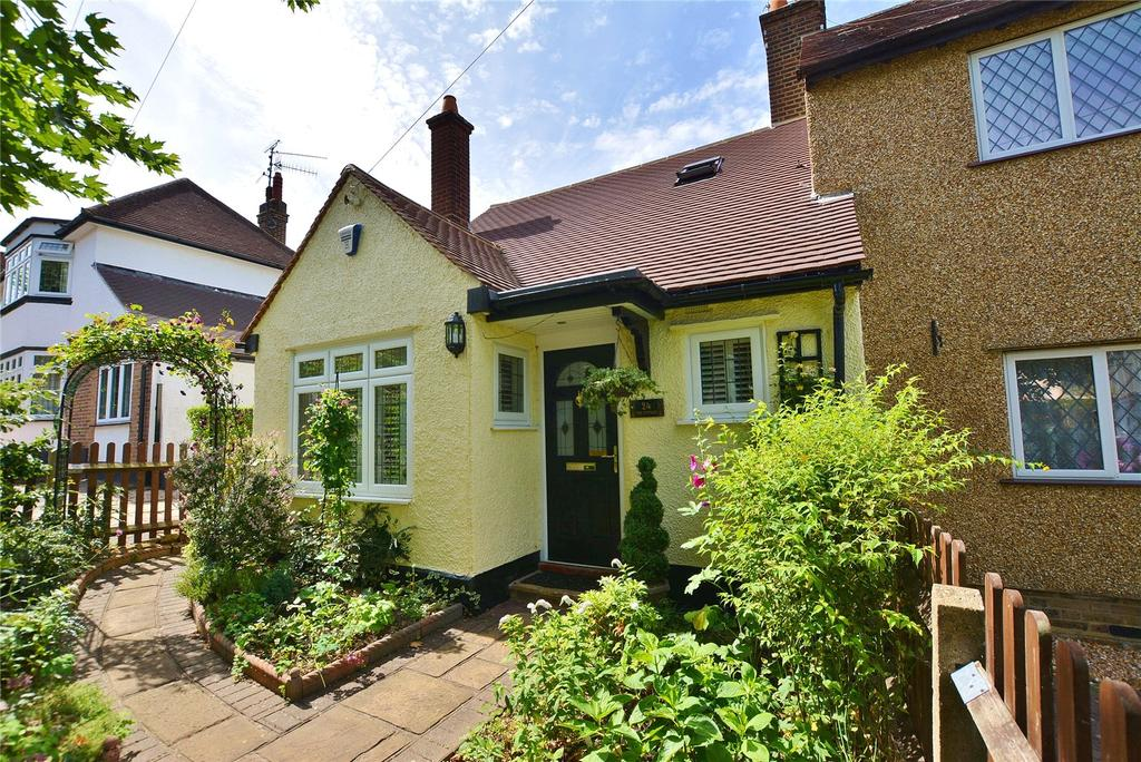 2 Bedrooms Semi Detached House for sale in Nightingale Road, Bushey, Hertfordshire, WD23