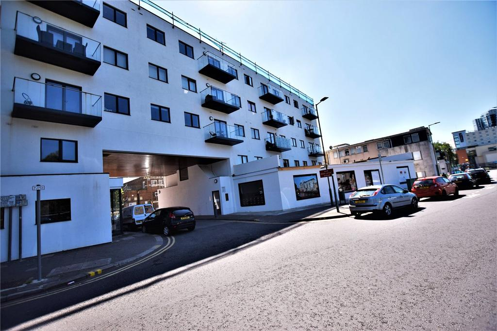 2 Bedrooms Apartment Flat for sale in Swan Court, Waterhouse Street, Hemel Hempstead, Hertfordshire, HP1