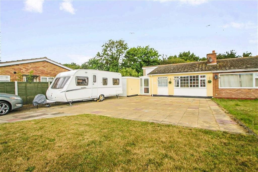 2 Bedrooms Semi Detached Bungalow for sale in Swallowdale, Great Clacton