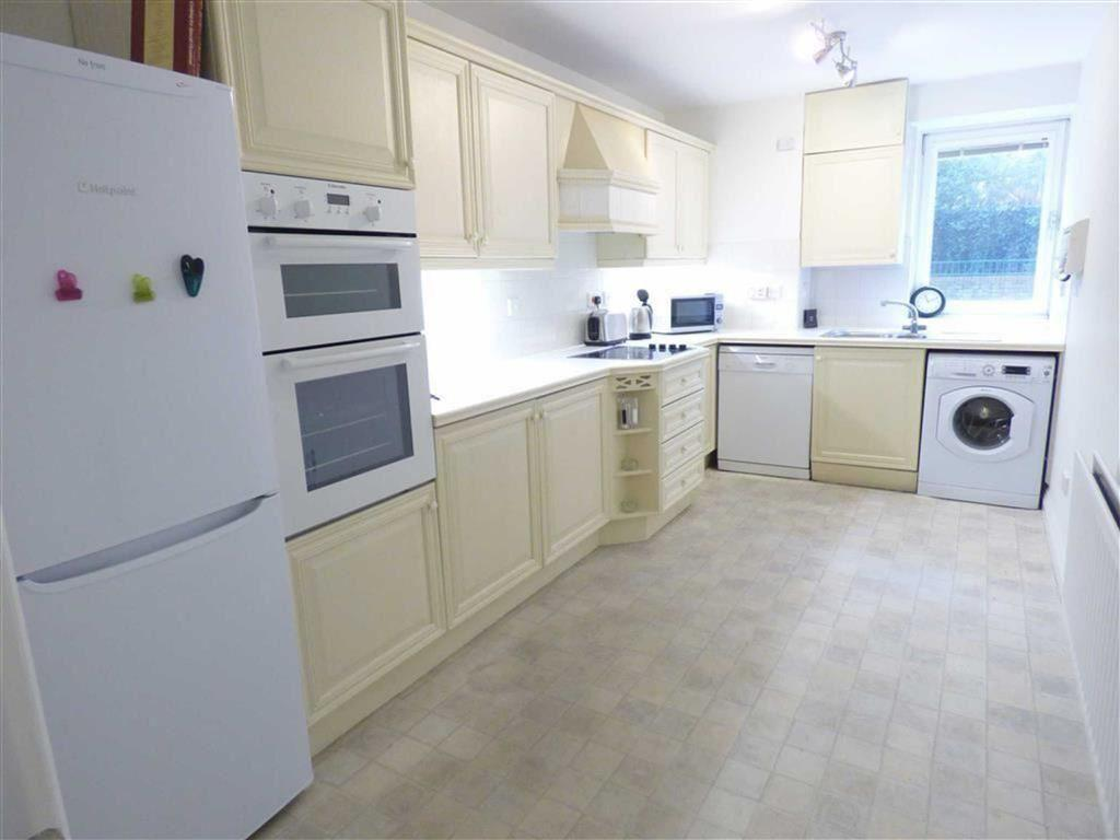 3 Bedrooms Flat for rent in Manor Road, East Cliff, Bournemouth, Dorset, BH1
