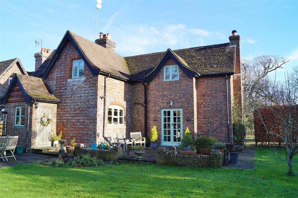 3 Bedrooms End Of Terrace House for sale in Tortington Lane, Tortington, Arundel