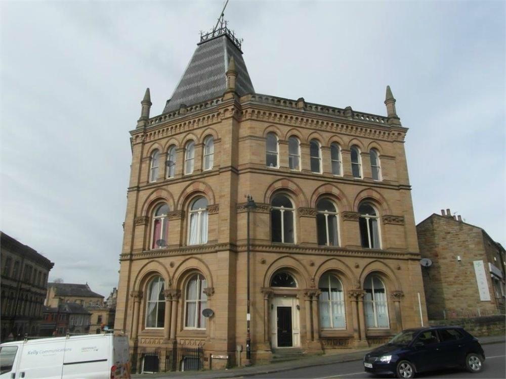2 Bedrooms Flat for sale in Station Road, BATLEY, West Yorkshire