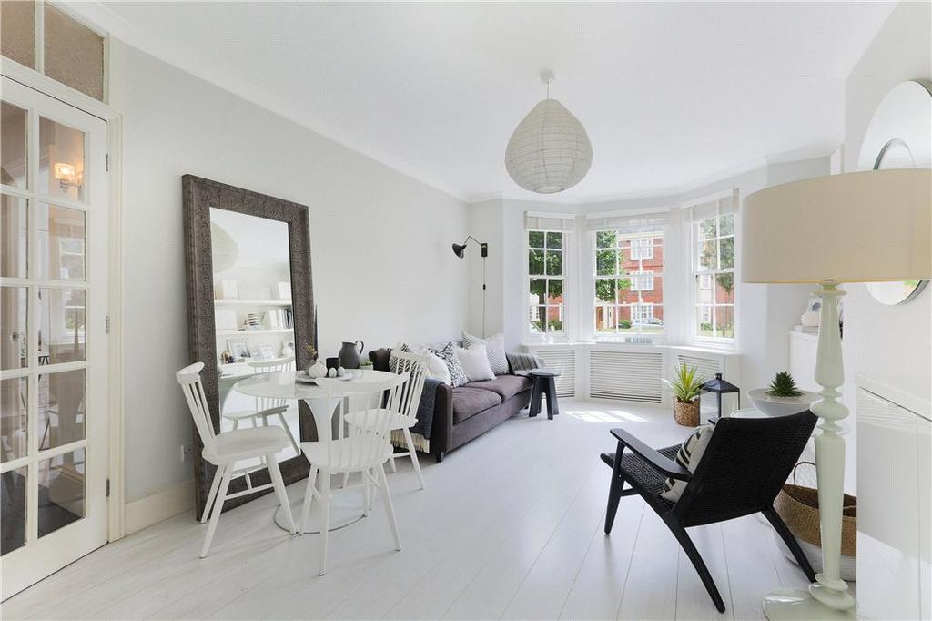 2 Bedrooms Flat for sale in Tyndale Mansions, Upper Street, Islington, London, N1