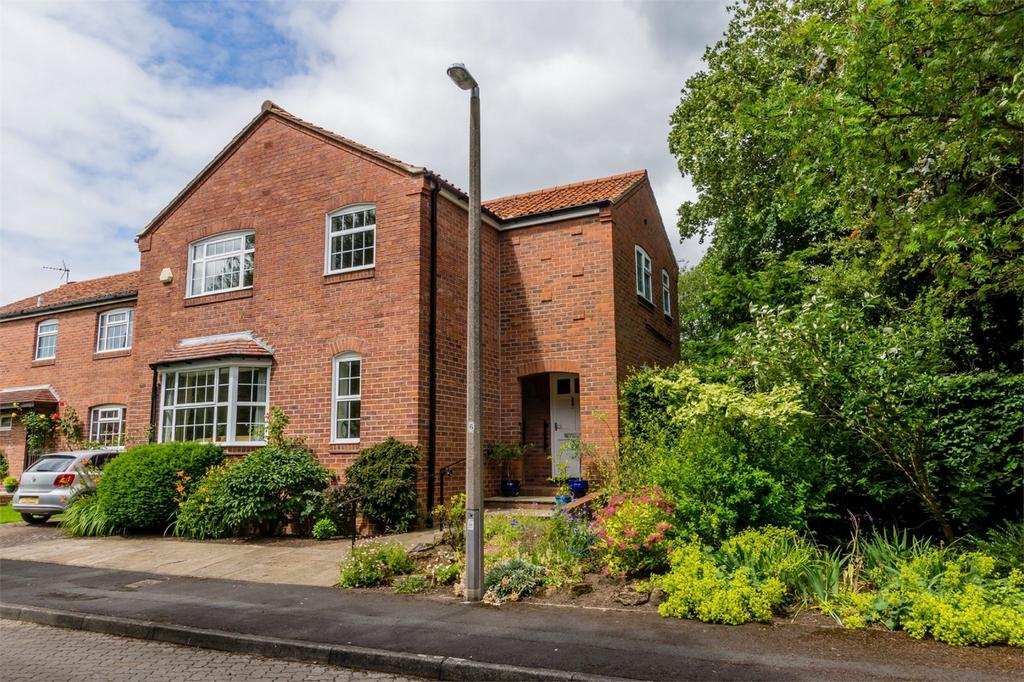 4 Bedrooms Detached House for sale in St Edwards Close, Tadcaster Road, York