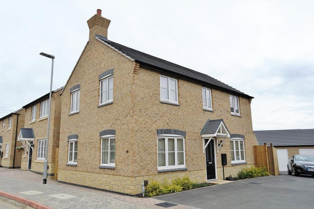 4 Bedrooms Detached House for sale in Alnwick Way, Grantham, NG31