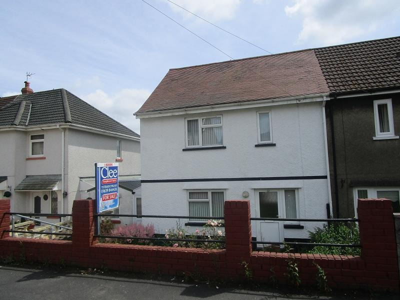 2 Bedrooms Semi Detached House for sale in Brynawelon , Coelbren, Neath, Neath Port Talbot.