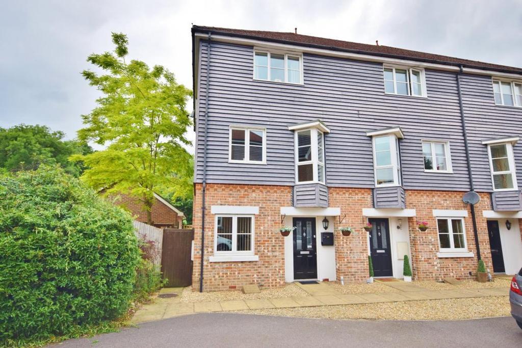 4 Bedrooms Town House for sale in Chineham, Basingstoke, RG24