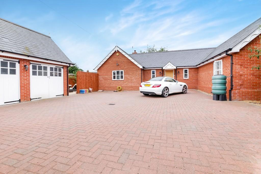 3 Bedrooms Detached Bungalow for sale in Levington Road, Ipswich