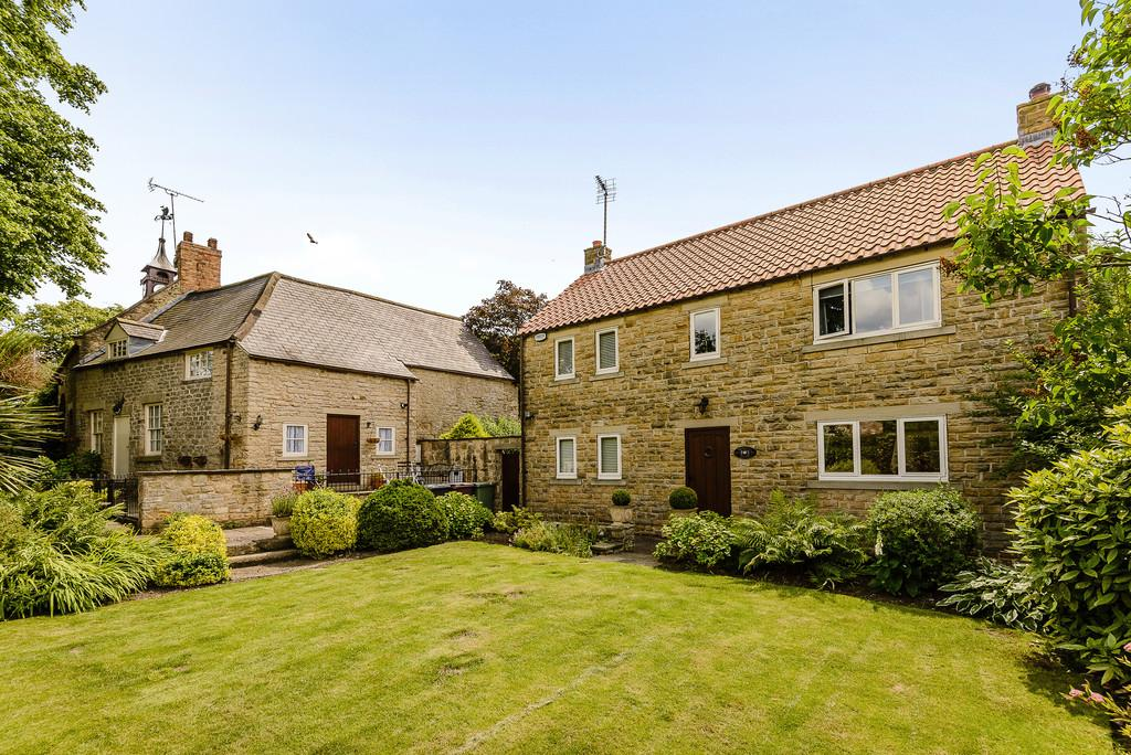 4 Bedrooms Detached House for sale in Church Street, Barlborough