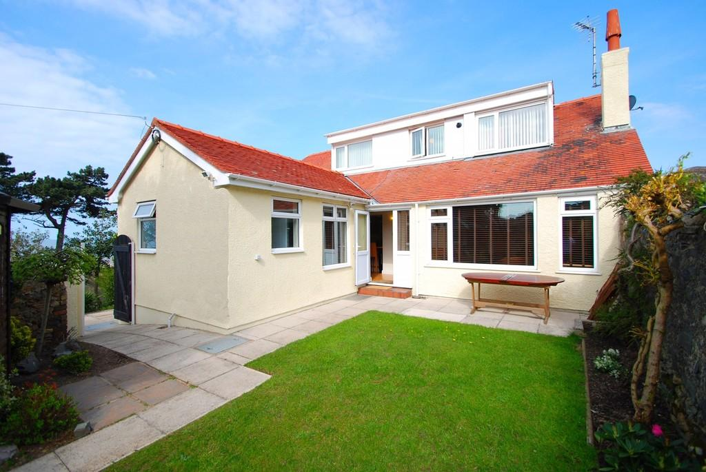 3 Bedrooms Detached House for sale in Ysgubor Wen Road, Dwygyfylchi, North Wales