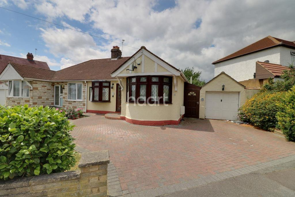 2 Bedrooms Bungalow for sale in Ashley Avenue, Barkingside