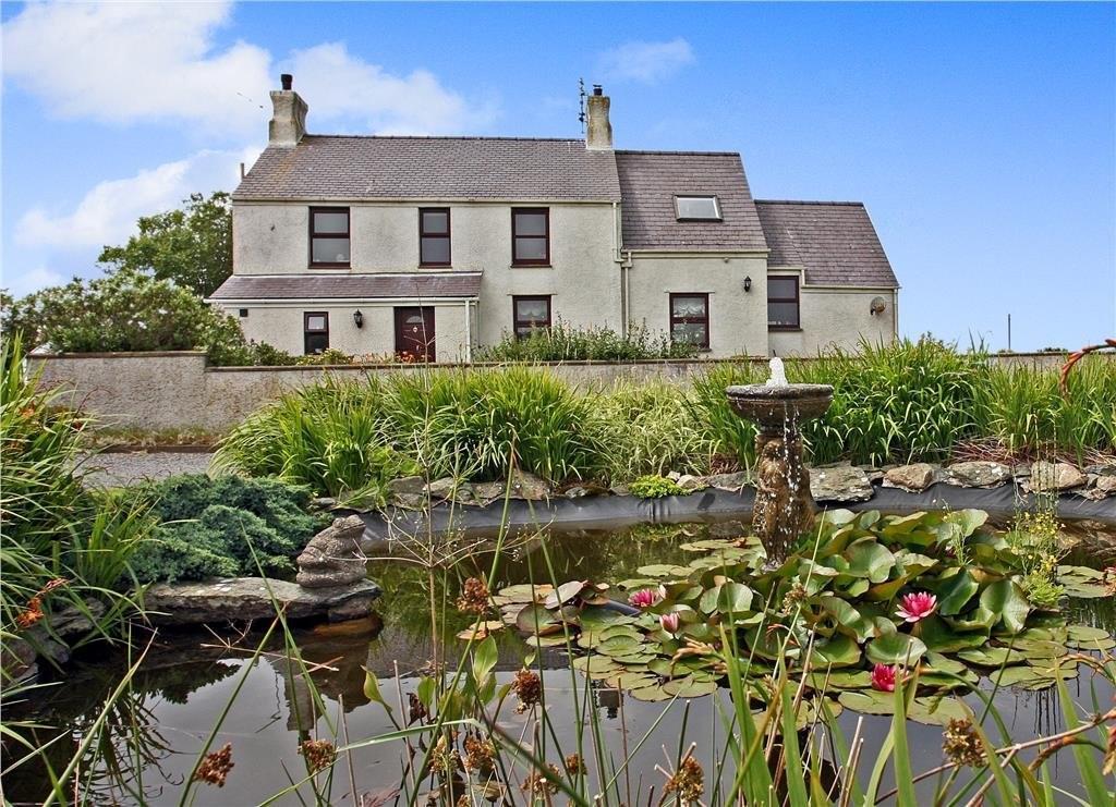 3 Bedrooms Detached House for sale in New Inn, Llanfaethlu, North Wales