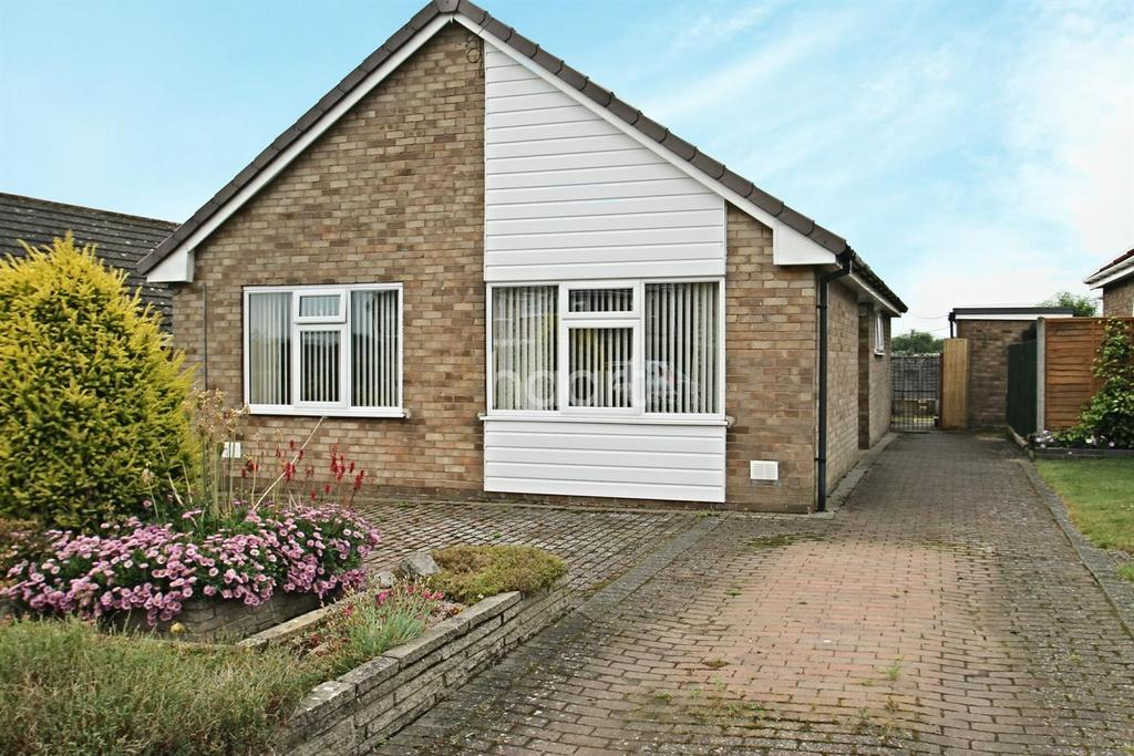 2 Bedrooms Bungalow for sale in Temples Way, South Witham
