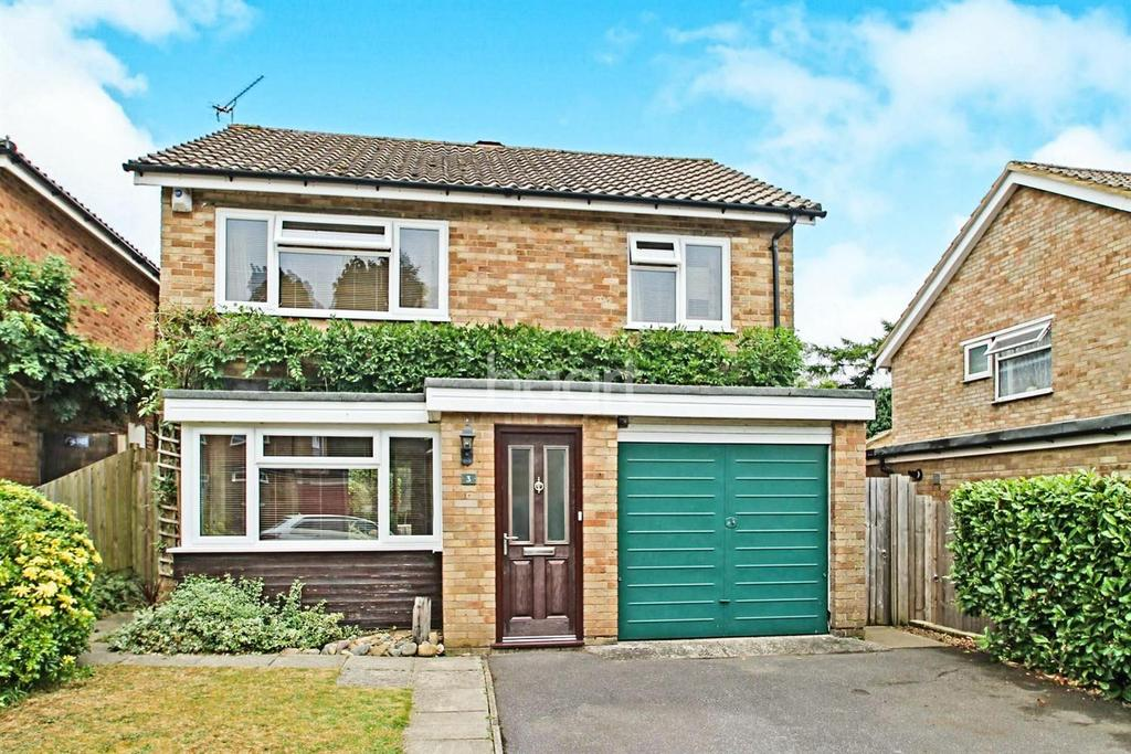 4 Bedrooms Detached House for sale in Windmill Drive, Headley Down, Hampshire