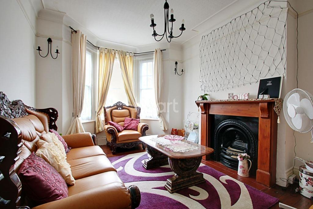 7 Bedrooms Semi Detached House for sale in Hayes Road
