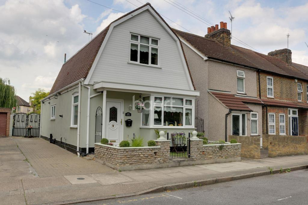 2 Bedrooms Detached House for sale in Marks Road, Romford Centre