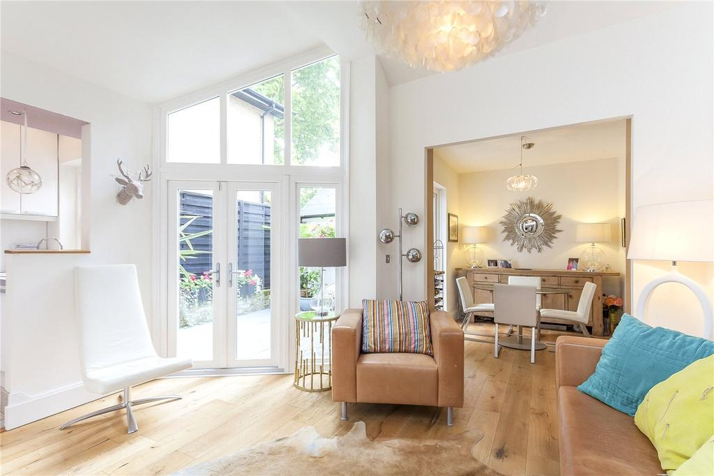 2 Bedrooms Flat for sale in Lambton Road, London, N19