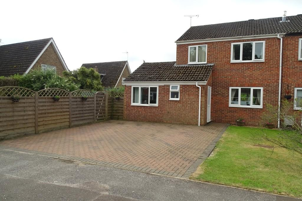 4 Bedrooms Semi Detached House for sale in Malsters Close, Mundford