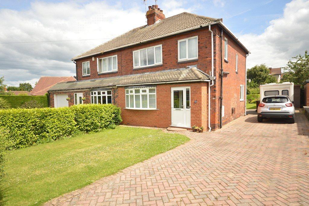 3 Bedrooms Semi Detached House for sale in Mavis Lane, Cookridge, Leeds