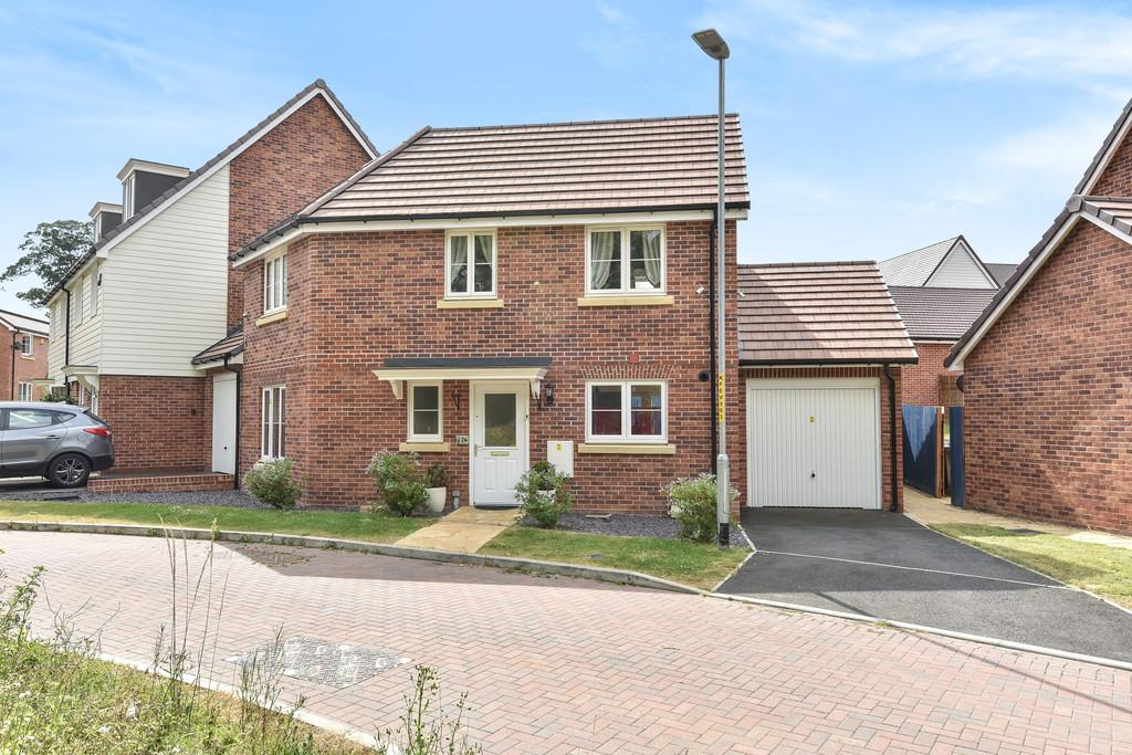 3 Bedrooms Detached House for sale in Fieldfare Drive, Maidstone