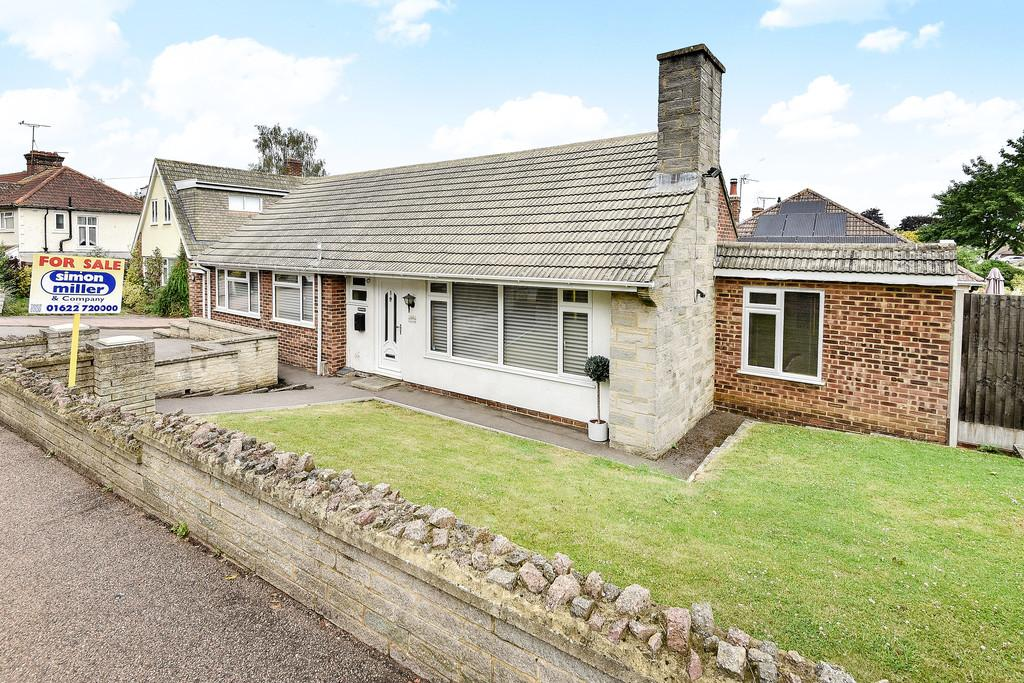 4 Bedrooms Detached Bungalow for sale in Queens Road, Maidstone
