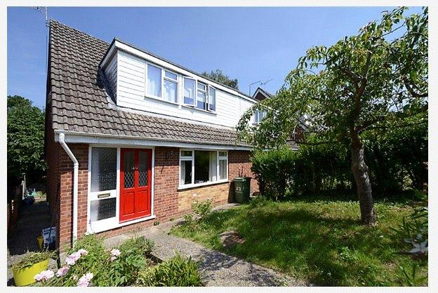3 Bedrooms Semi Detached House for sale in Sandbrooke Walk, Burghfield Common, Reading, Berkshire, RG7