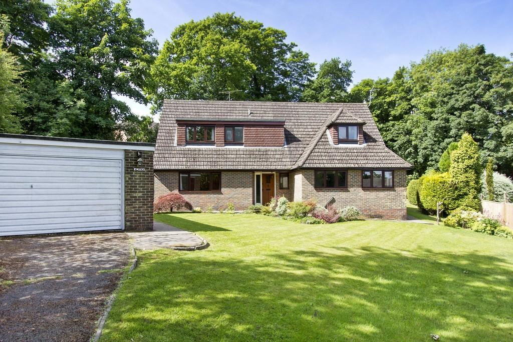4 Bedrooms Detached House for sale in Kings Chase, Crowborough