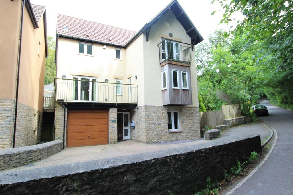 4 Bedrooms Detached House for sale in Church Town, Backwell