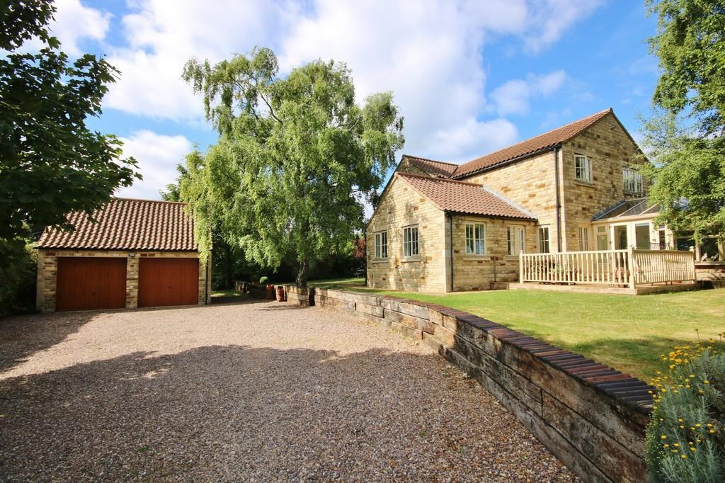 4 Bedrooms Detached House for sale in Main Road, Whitwell