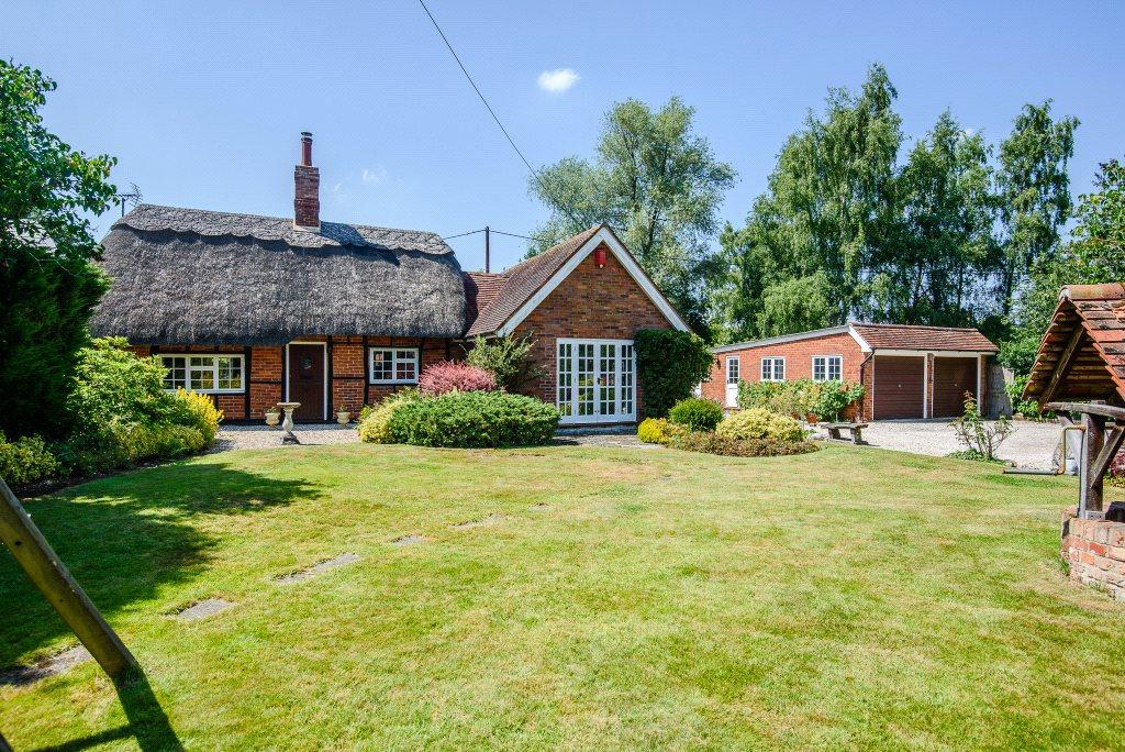 4 Bedrooms Detached House for sale in Wolverton Common, Tadley, Hampshire, RG26