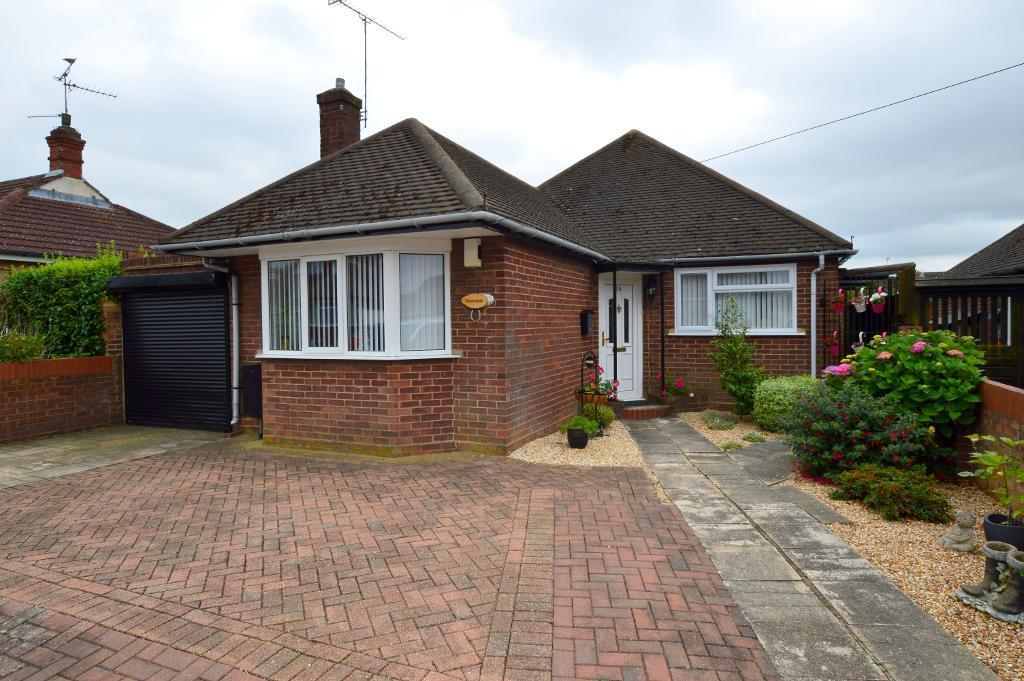 2 Bedrooms Bungalow for sale in Sowerby Avenue, Putteridge, Luton, LU2 8AF