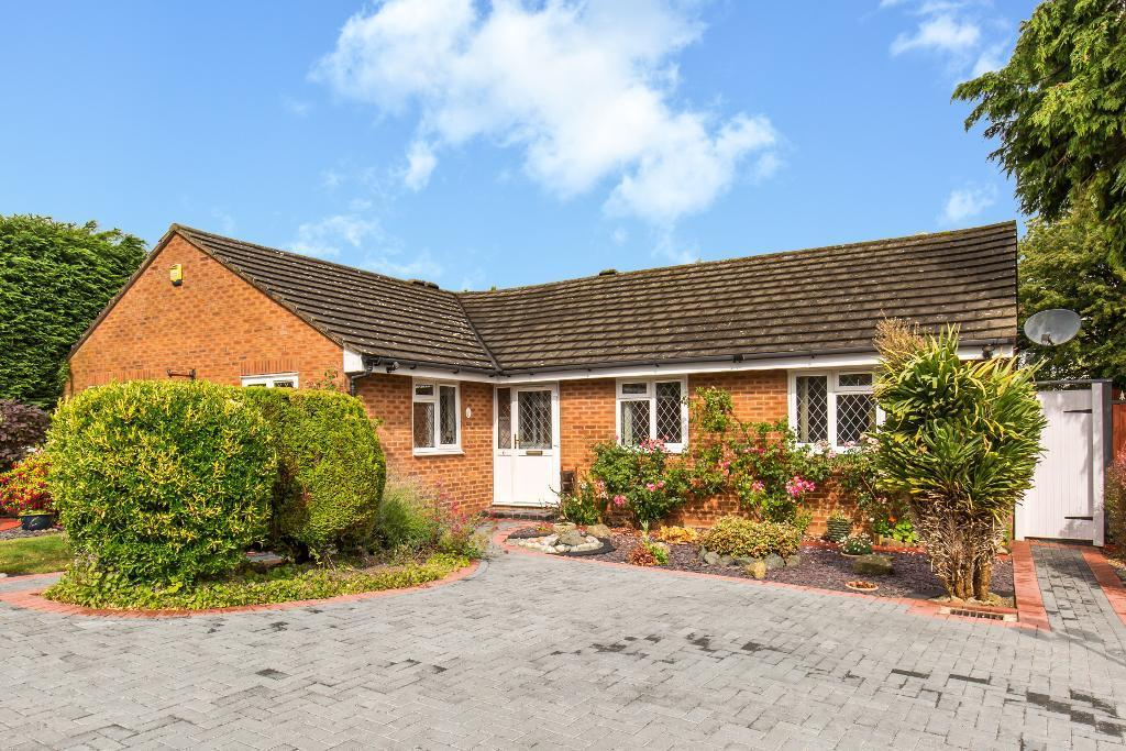4 Bedrooms Detached Bungalow for sale in Gainsborough Drive, Sanderstead, Surrey, CR2 9AX
