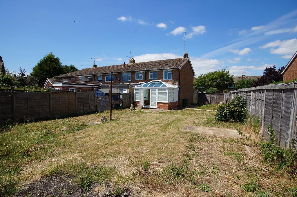 2 Bedrooms Semi Detached House for sale in School Road, Upper Beeding, BN44 3HY