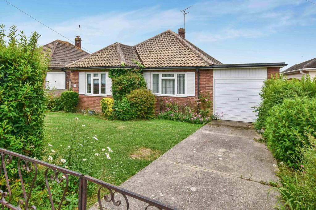 2 Bedrooms Detached Bungalow for sale in Fifth Avenue, Frinton-on-Sea, CO13 9LQ